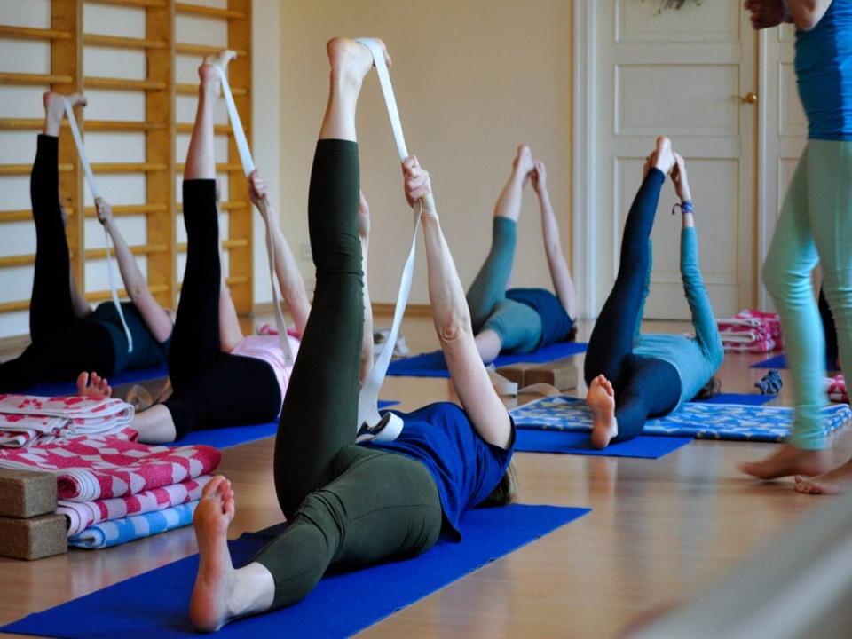 Йога для похудения дома с картинками