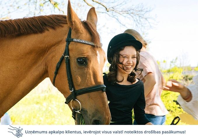 Izjāde ar zirgu jāšanas klubā CHARLOTTE